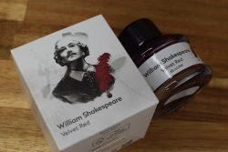 Tintentest Montblanc William Shakespeare Velvet Red: Verpackung und Flasche