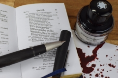 Tintentest Montblanc William Shakespeare Velvet Red: Lamy 2000, Macbeth & Tintenspritzer auf Kopierpapier