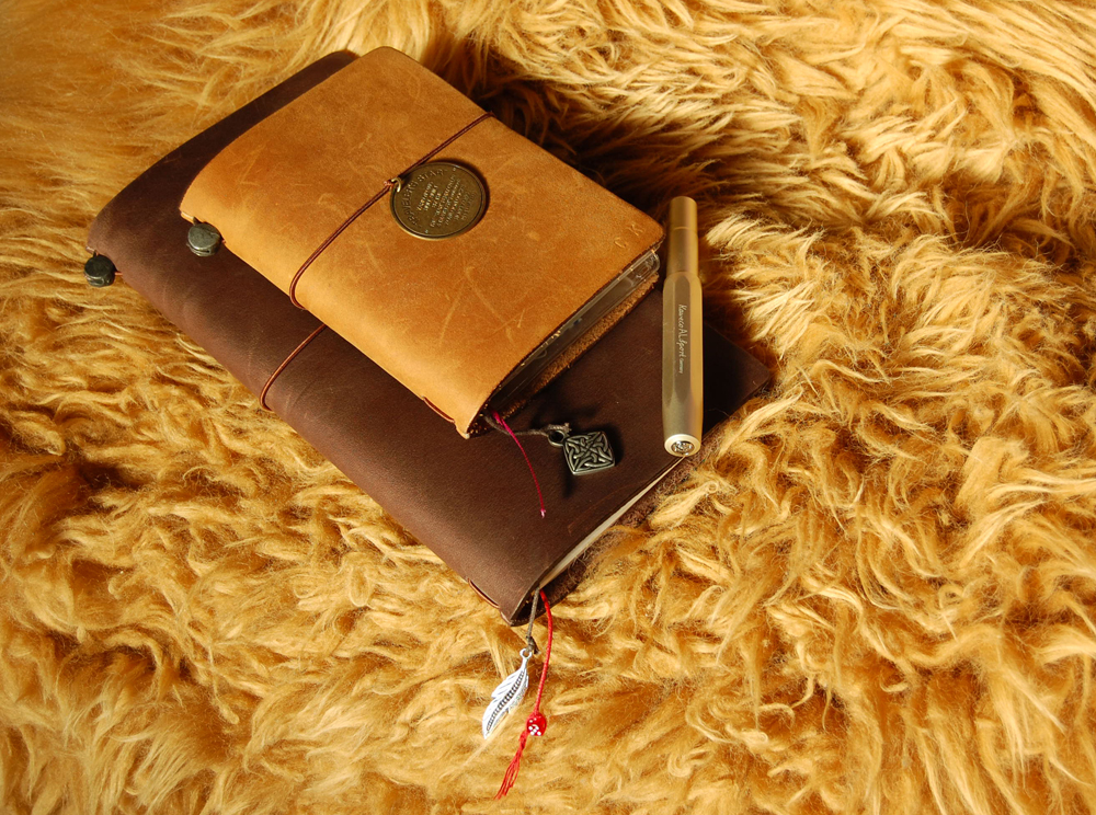 "Midori Traveler's Notebook (braun) & Limited ""Traveler's Star Edition"""