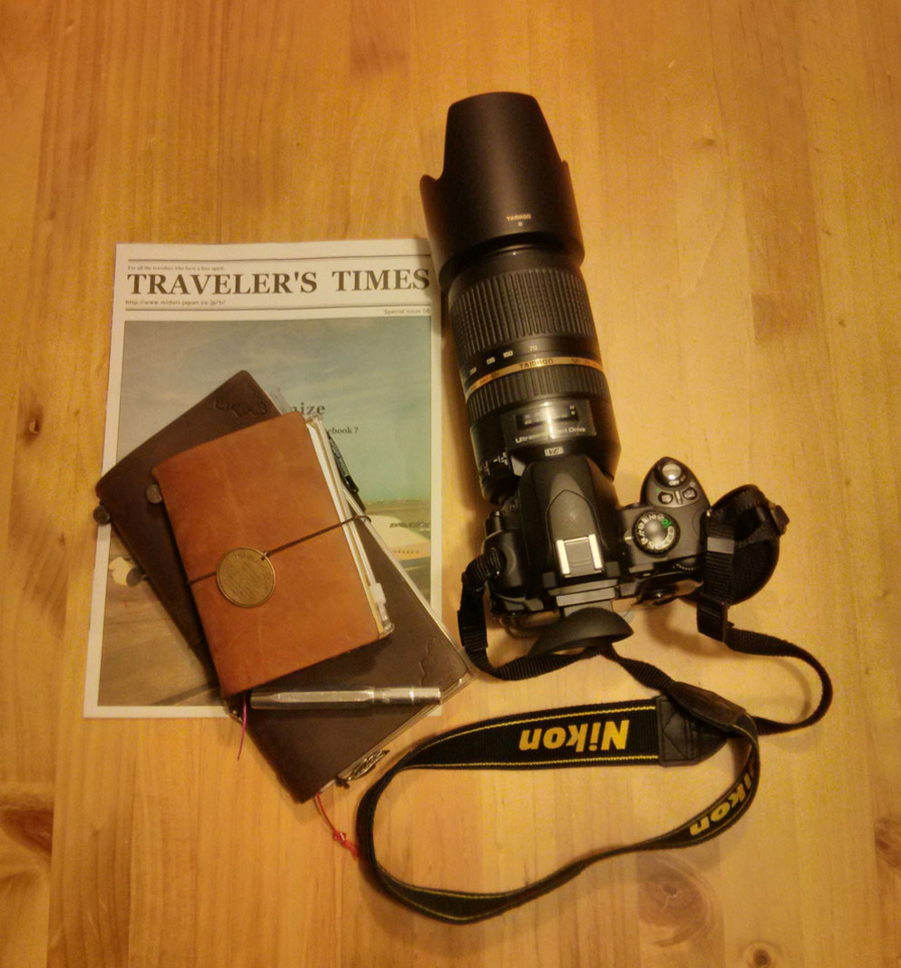 "Nikon D40, Midori Traveler's Notebook (braun) & Limited ""Traveler's Star Edition"""