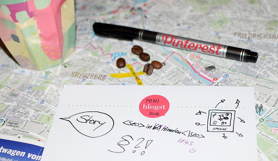 Eine Stadtkarte von Berlin, darauf Mitbringel von der MiniBLOGST 2016 und ein Notizzettel mit einigen Themen.